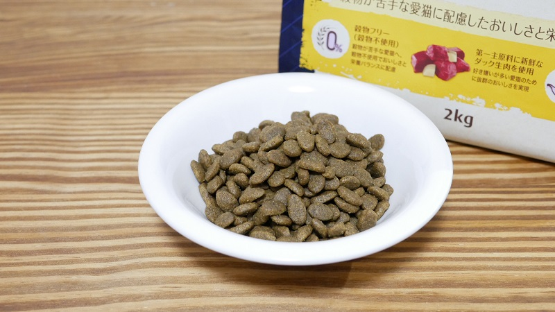 ニュートロ ナチュラルチョイス「穀物フリー」アダルト・サーモン 成猫用の粒の大きさ